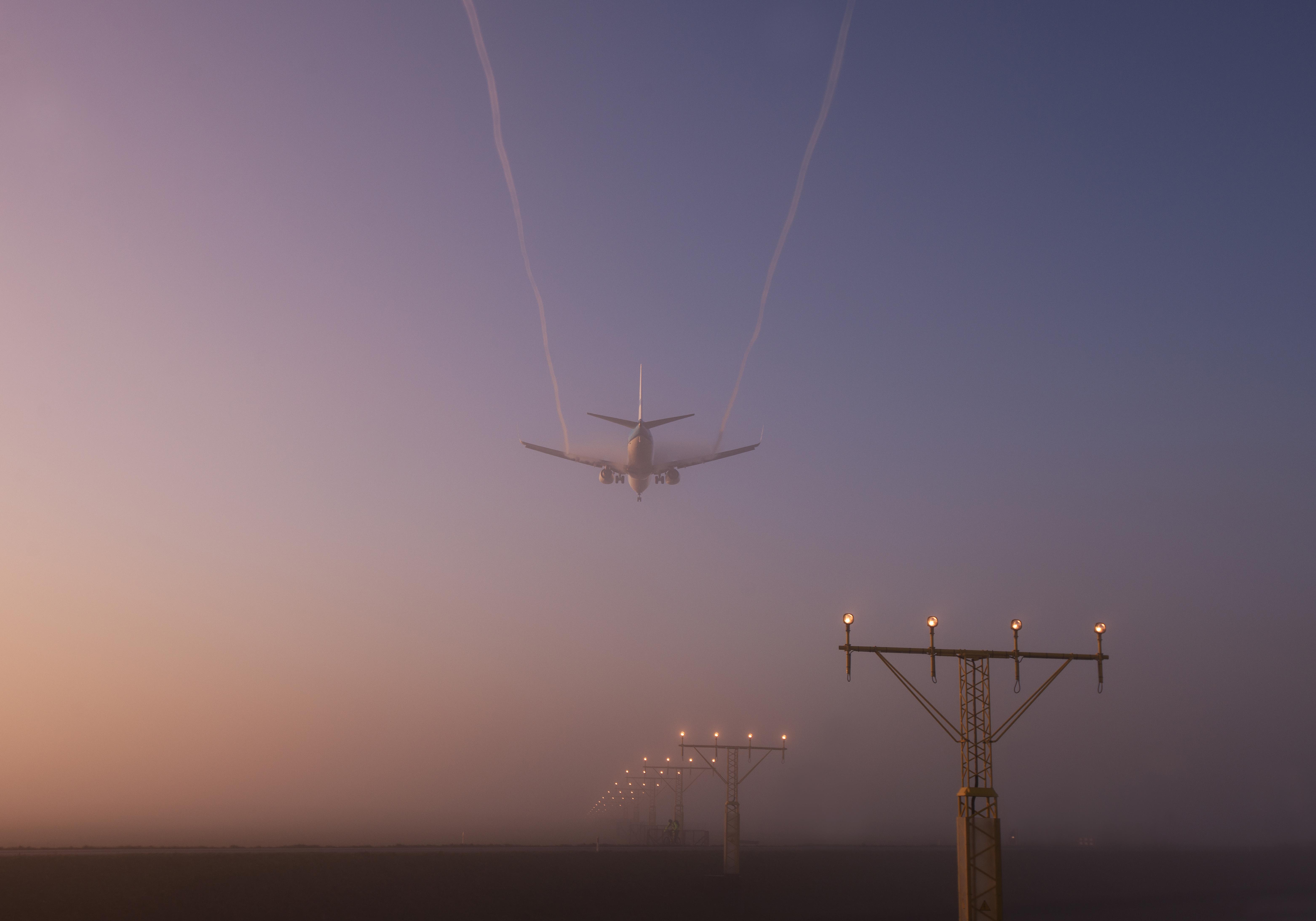 Vliegtuig in mist DEF FotoIntervisie Ingeleverd.jpg MM
